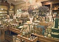 Les points de vente de l'enseigne L'Occitane mettent en scène une vision nostalgique de la Provence.
