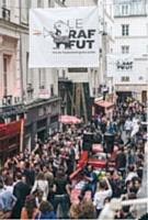 La convention commerciale de Kraft Foods France s'est tenue à Deauville en juillet 2012. Après le rachat de la branche biscuits de Danone et de Cadbury, il s'agissait de présenter aux 450 commerciaux du groupe la nouvelle organisation. Quand l'événementiel «interne» se met au service de la cohésion de la marque.
