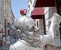 Les statues de Bratislava coiffées d'une pomme