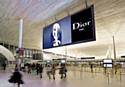 JCDecaux installe un écran géant à Paris-Charles de Gaulle