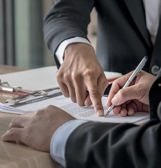 Quand la réglementation bouleverse les contrats