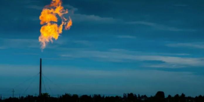 Le dioxyde de carbone, émis notamment par la combustion des énergies fossiles, a une longue durée de vie dans l'atmosphère. Effective stock photos/Shutterstock