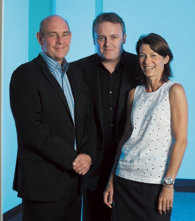 Nicolas Juttant (au centre), directeur du service client American Express Carte France.