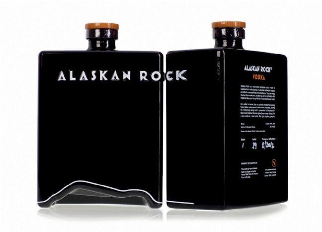 623c1c82229 La marque de vodka Alaskan Rock signe un bel exercice de design packaging  avec des codes bien différents de ceux des vodkas traditionnelles.