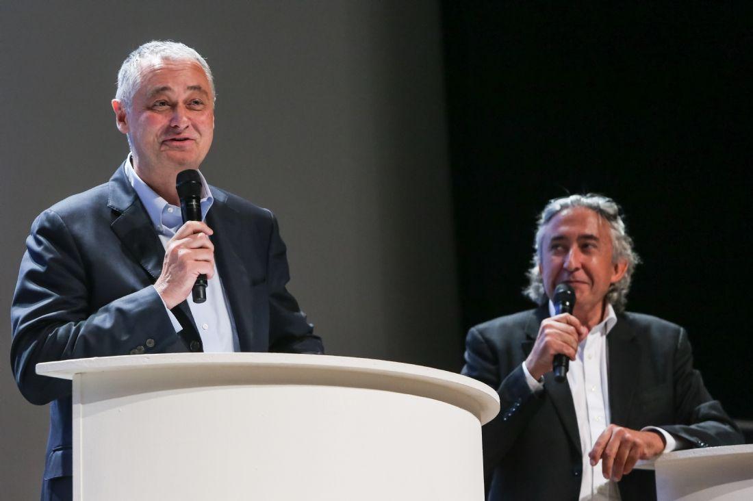 A gauche, Philippe Bloch, auteur et animateur sur BFM Business, aux côtés d'Arnaud Le Gal, rédacteur en chef aux Échos.