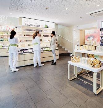 [Retailoscope] Nouveau décor pour le flagship Yves Rocher des Champs-Élysées