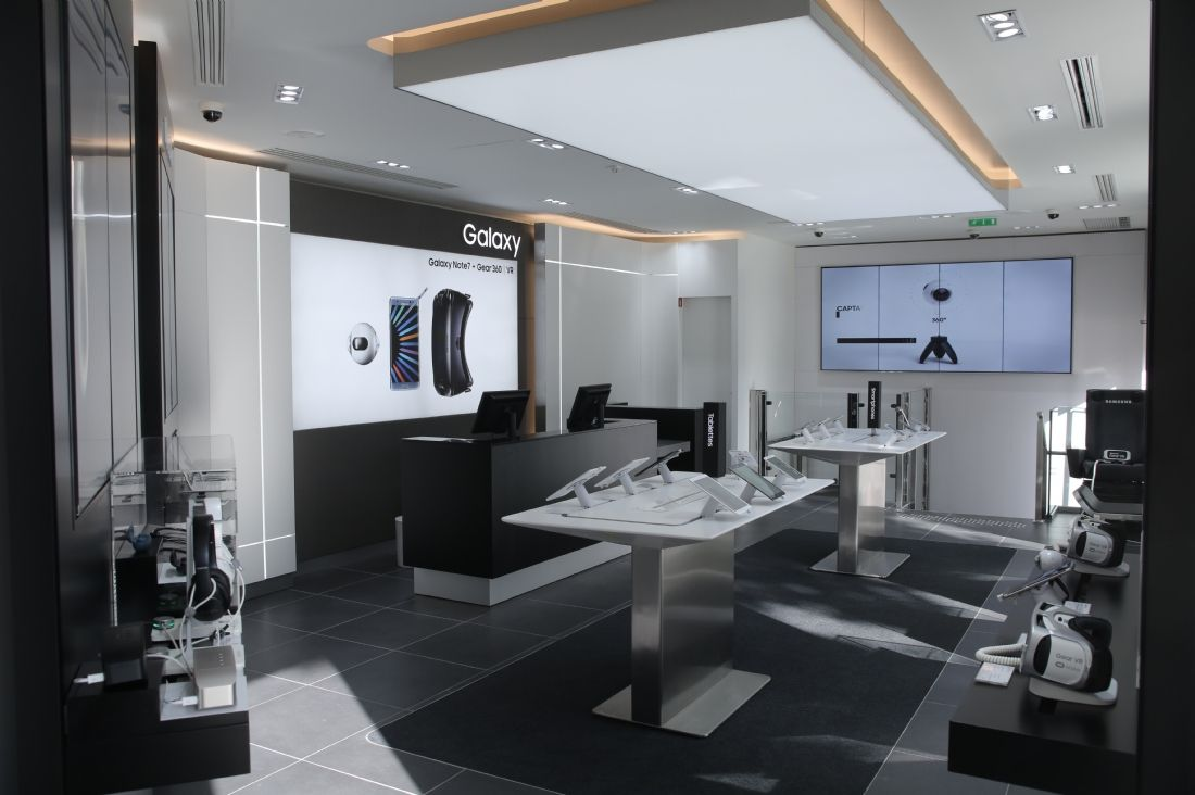 retailoscope le samsung store parisien se lance dans le retail exp rientiel. Black Bedroom Furniture Sets. Home Design Ideas