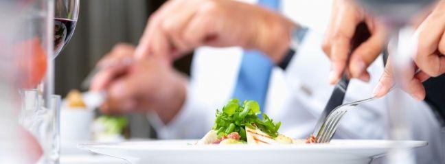 Comment enchaîner les repas d'affaires sans prendre de poids