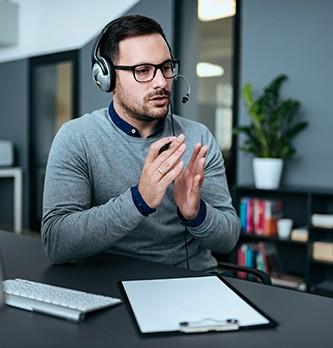 Quelles sont les qualités et les compétences requises pour devenir responsable relation client ?