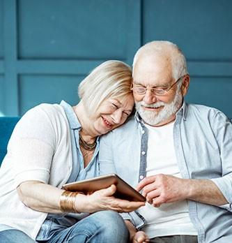 Comment s'adresser aux seniors ?