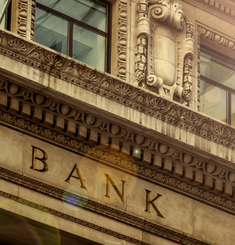 Brandwatch & SEMrush : analyse des performances online de 16 banques françaises